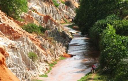 Suối Tiên là địa điểm không thể bỏ qua khi bạn đi du lịch Mũi Né 3 ngày 2 đêm