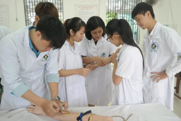 Ngành Điều dưỡng học trường nào? Các trường có ngành Điều dưỡng